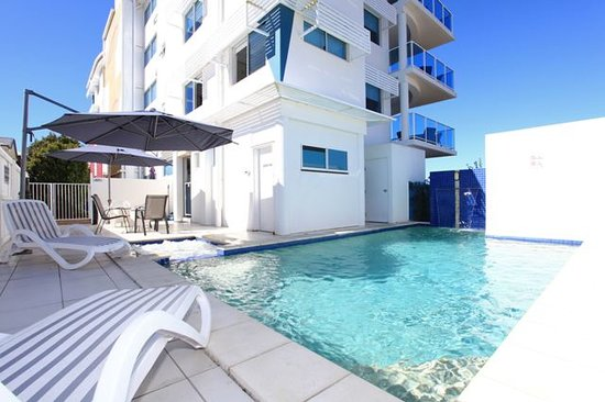 Koola Beach Apartments Bargara: Pool & spa area