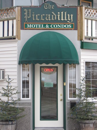 The Piccadilly Motel &amp; Condo&#39;s