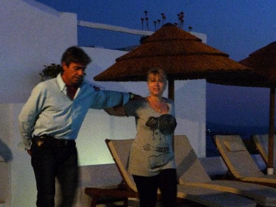 Hotel Tagoo: Greek night-Anna and Yanni dancing