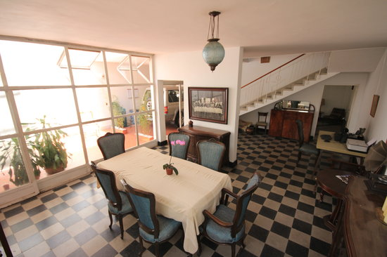 Su Casa Colombia: Dining Room Area for meals, trip planning, socializing, and computer work.