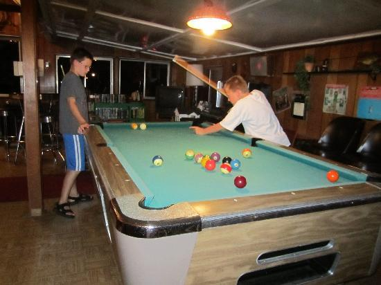 Oak Cove Resort: Billiards in the Fun House