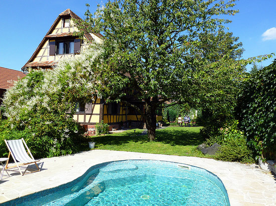 L'accroche Coeur - bed and breakfast: The house - view from the garden