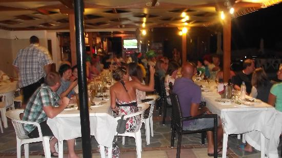 Koutouloufari, Grecja: get to no all the other guests on barbecue night
