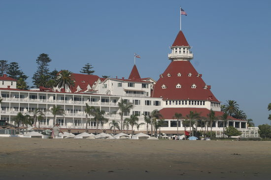 Coronado, Kaliforniya: The view of the hotel from the beach