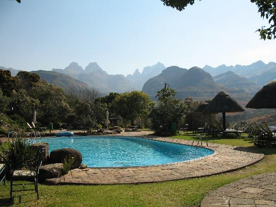 Cathedral Peak Hotel: The pool