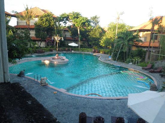 Melasti Legian Beach Resort &amp; Spa: Front pool