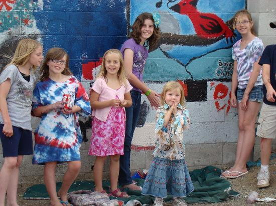 Wildflower Village Hotels and Hostel: Young Artists Having Lots of Fun