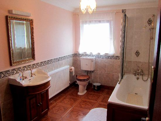 Rehiran Beag Bed &amp; Breakfast: En suite Bathroom