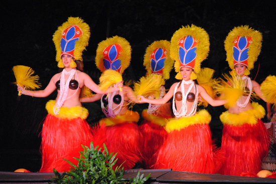 Lihue, HI: CAN YOU FIND THE MAN DRESSED AS A WOMAN?
