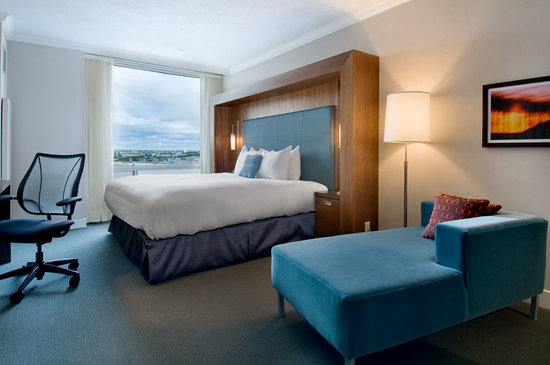Hilton Toronto Airport & Suites