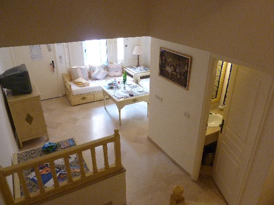 Hotel Diar Lemdina: Downstairs with extra toilet and kitchen area