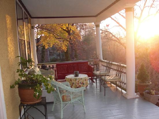 Asheville Seasons Bed and Breakfast: The view from the front porch in the Fall.