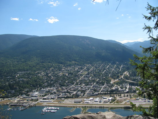 Dancing Bear Inn: View of Nelson from Pulpit Rock