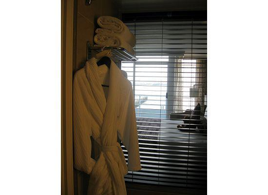 Pinnacle Hotel At The Pier: Very comfortable robe that is light, soft and warm
