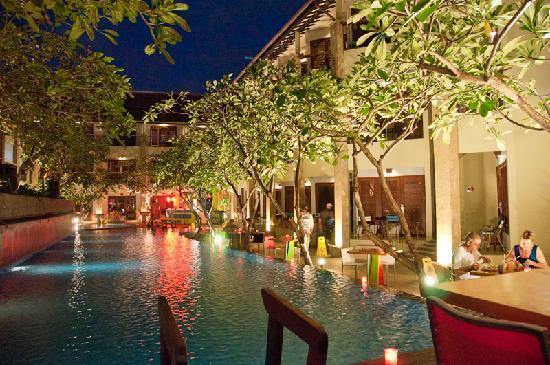All Seasons Legian Bali: Pool area at night.