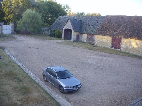 La Ferme du Chateau: Private parking.