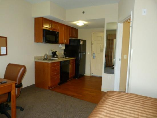 Candlewood Suites-Omaha Airport: Kitchen