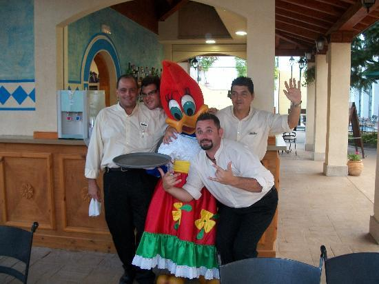 Hotel El Paso PortAventura : hotel bar staff 