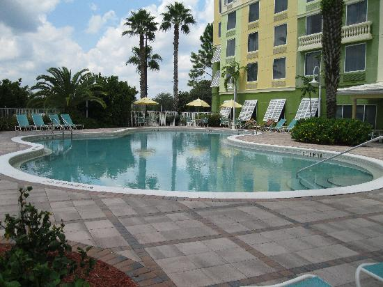 Comfort Suites Maingate East: nice pool