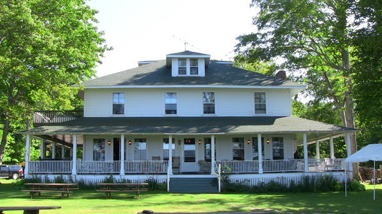 Chamberlin's Ole Forest Inn