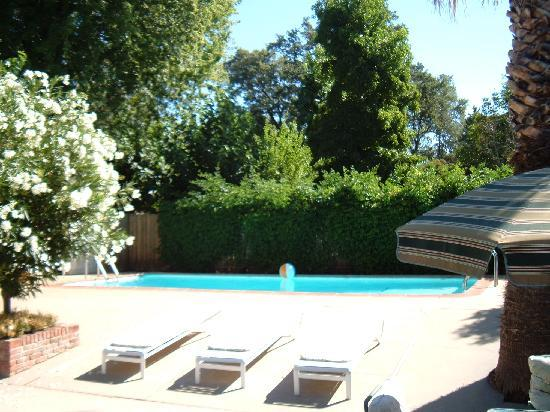 Gate House Inn: Pool area
