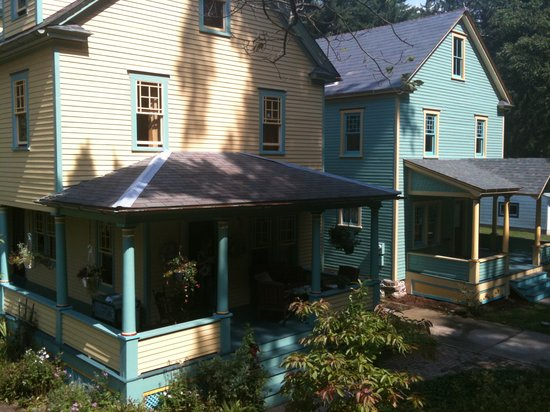 Pump House Bed and Breakfast: Pump House B&B twin houses