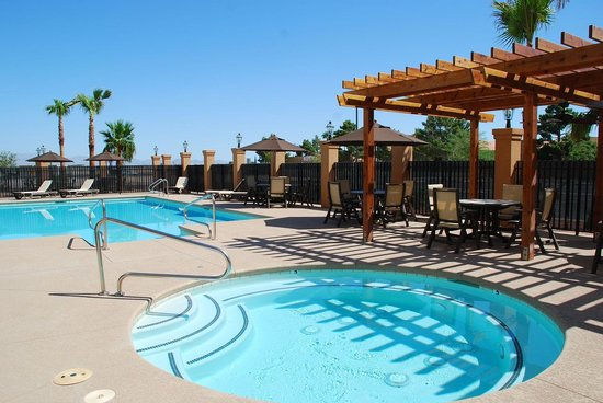 La Quinta Inn & Suites Las Vegas Airport South: 24 Hour Outdoor Heated Pool & Spa