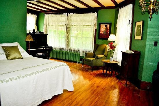 Godfrey House Inn: Music Room Suite