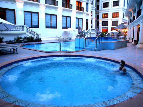 New Angkorland Hotel: Outdoor Jacuzzi