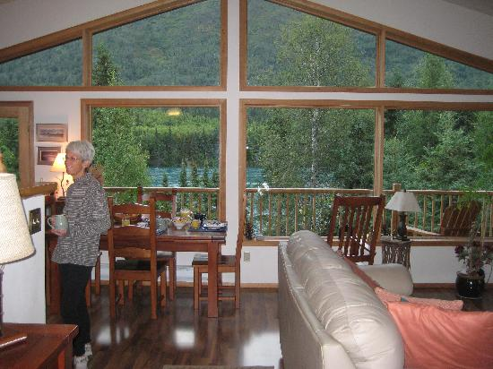 Stevenson Retreat: The breakfast table overlooking gorgeous Kenai Lake