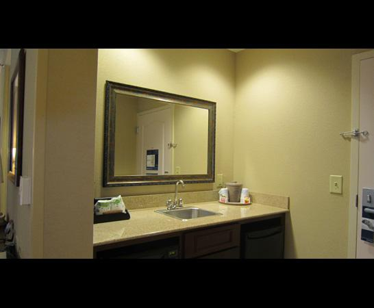 Hampton Inn & Suites Montgomery-East Chase: kitchenette sink