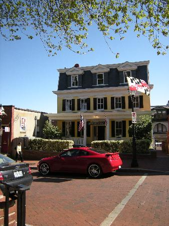 State House Inn: Front view looking from MD State House