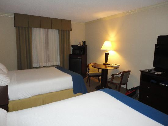 Holiday Inn Express Fort Smith: Bedroom