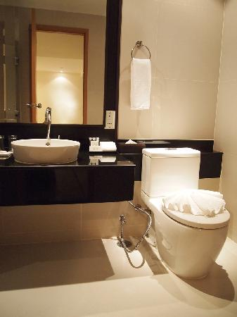 Viva Garden Serviced Residence: Bathroom
