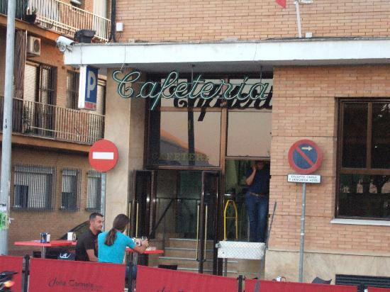 Hotel Dona Carmela: la cafeteria al lato sinistro dell&#39;hotel