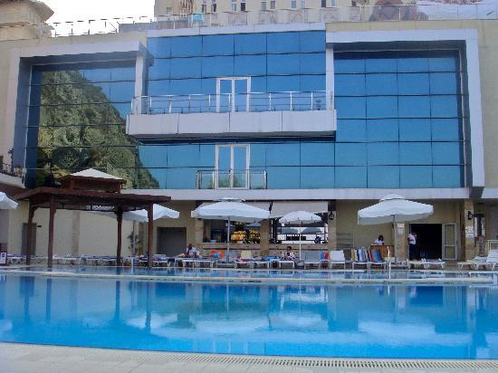 Hotel Adakule: The big swimming pool