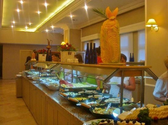 Hotel Adakule: Part of the food corner