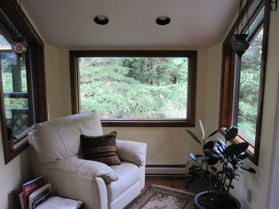 Timberline Drive BnB: upstairs treehouse