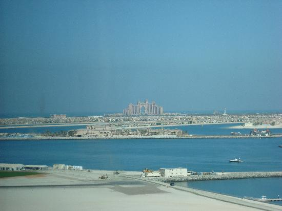 Habtoor Grand Resort & Spa: Room view of airstrip & Palm