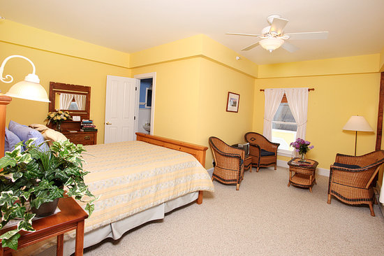 Yellow Farmhouse Inn : Jacqueline Room