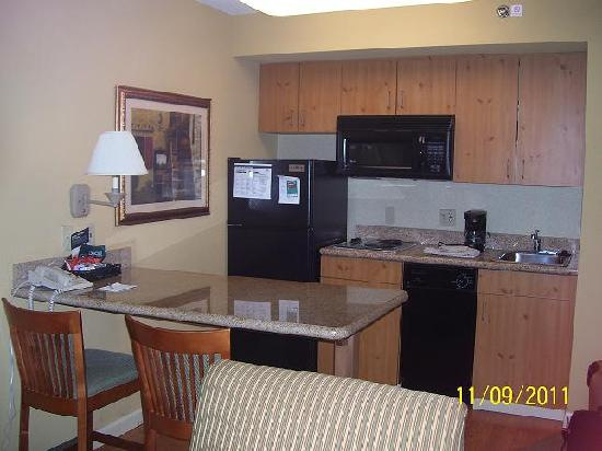Homewood Suites by Hilton Boston-Peabody: Kitchen