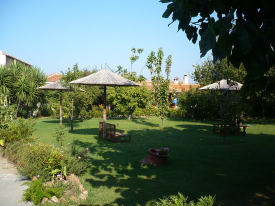 Maniatis Garden