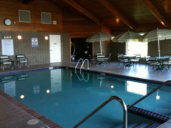 Comfort Inn &amp; Suites: Pool area looking at door to game area hot tub not shown