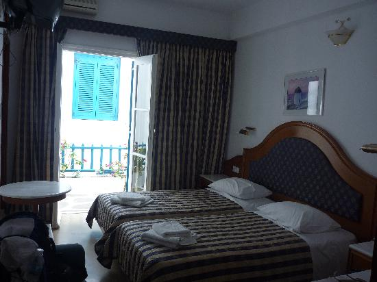 Nazos Hotel: Room from entrance