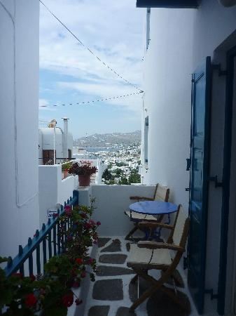 Nazos Hotel: Balcony with view of Mykonos Town