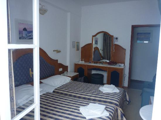 Nazos Hotel: Room from balcony