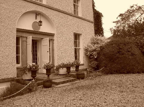 Clonacody House: Front of the House