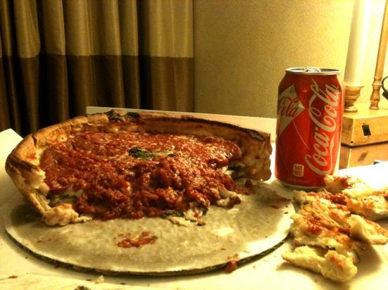 Hotel Las Cavas: Giordano's Pizza. Simply the best Chicago style!