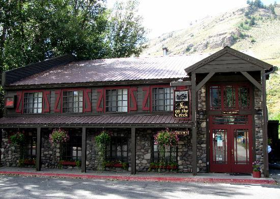 Inn on the Creek: Warm inviting facade.