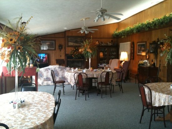 Victorian Inn Bed and Breakfast: quaint and cozy dining place